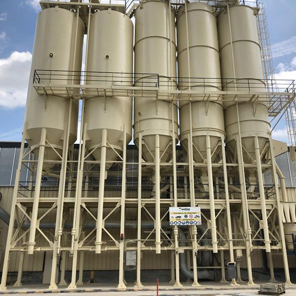 Peinture exterieure d'un silos en métal